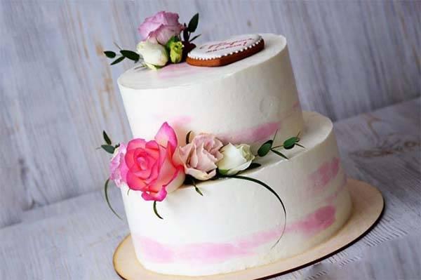 Украшение тортов живыми цветами