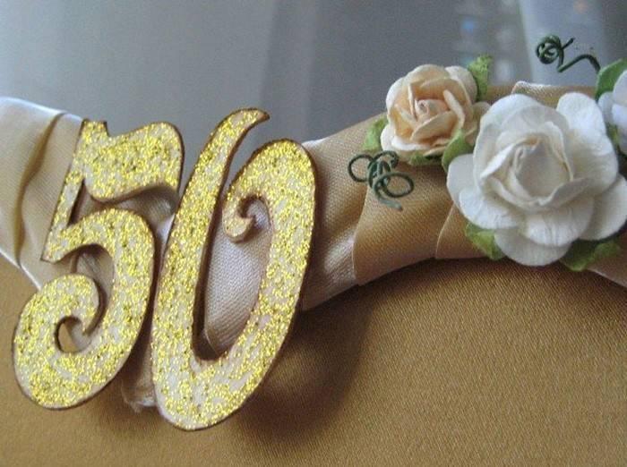 Что подарить на золотую свадьбу родителям