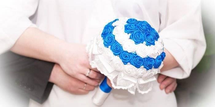 Букет невесты из атласных лент фото
