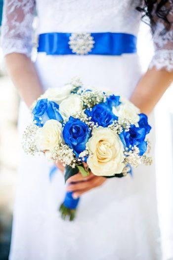 Свадебный букет синий с белым