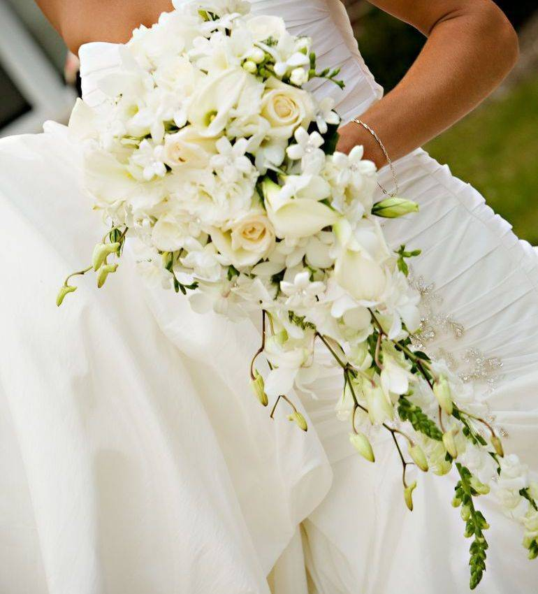 Белые цветы букет