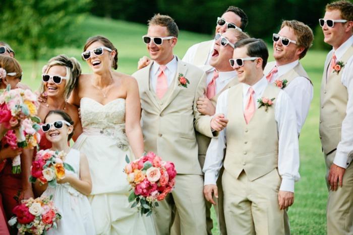 Костюмы жениха и невесты