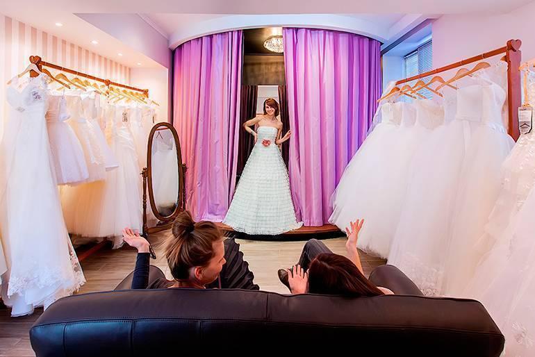 Когда лучше покупать свадебное платье