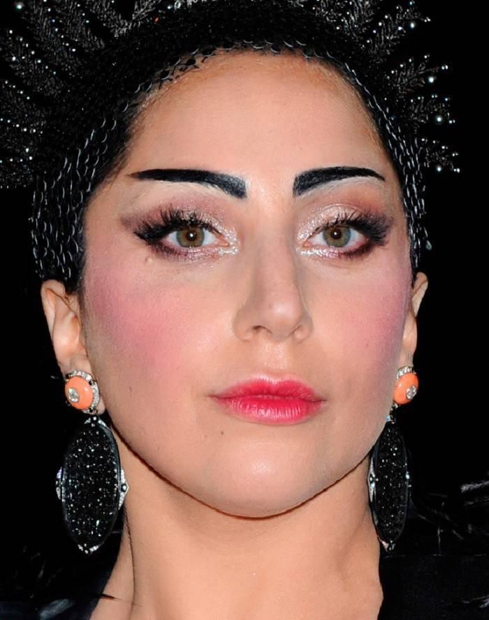 Что сначала делают прическу или макияж