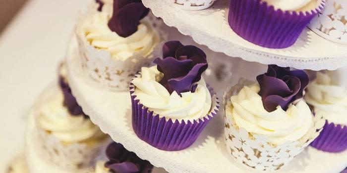 Свадебный торт с капкейками фото