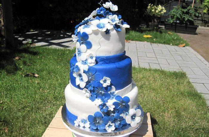 Свадебный торт бело синий