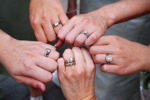 Можно ли снимать помолвочное кольцо
