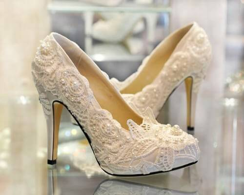 Most-Beautiful-Pakistani-Bridal-Wear-Designer-Shoes-For-Women-2015-1