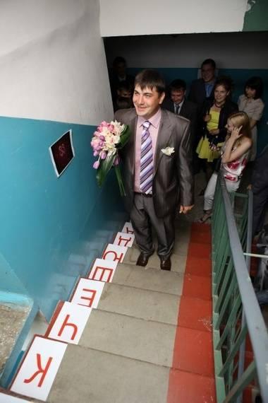 Украшение подъезда на свадьбу фото