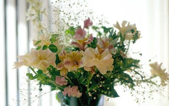Какие цветы подарить на свадьбу молодым